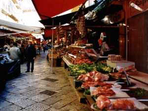 Ballarò, il mercato nel quartiere Santa Chiara di Palermo