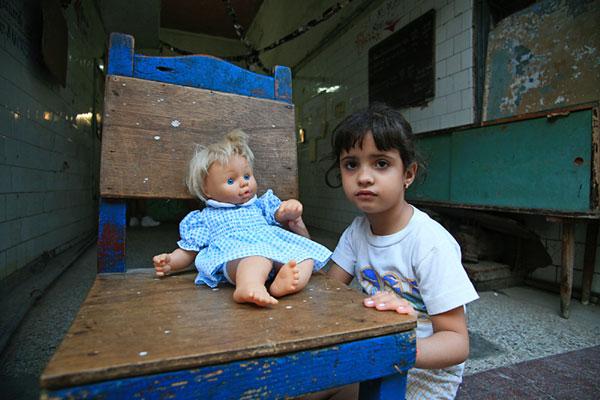 bambina-e-bambola